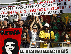 """Con la apuesta por """"un mundo mejor"""", millares de personas participan en el Foro Mundial Social. Este 2011, en Dakar. (Keystone)"""